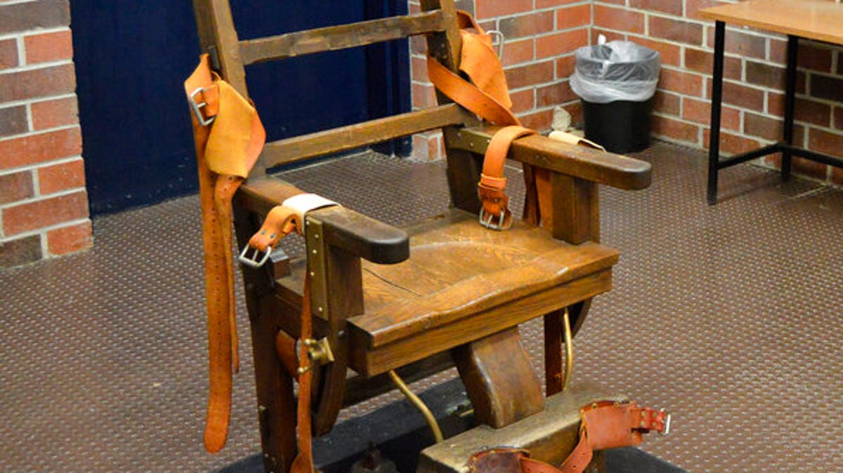 New law makes inmates choose electric chair or firing squad 3