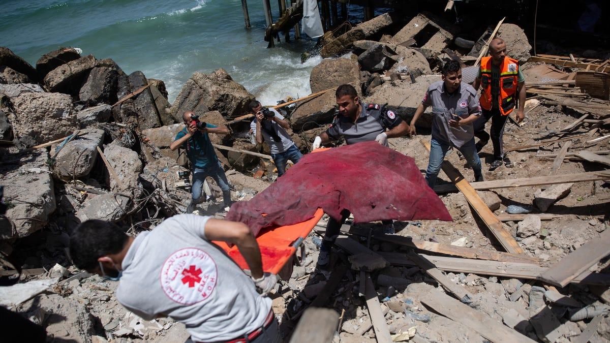 Israeli strikes hit Gaza tunnels as diplomats work for truce 3