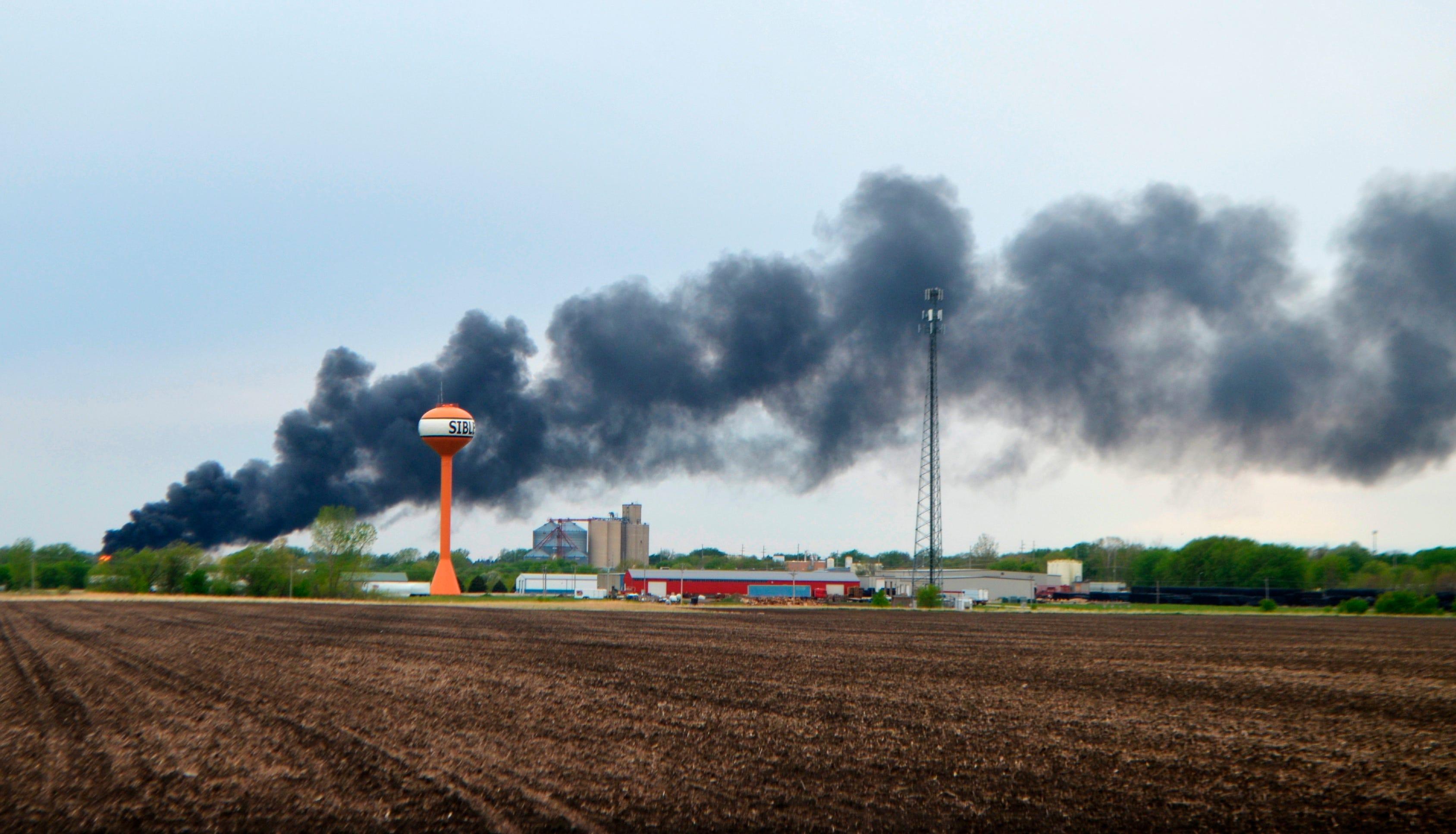 Fiery train derailment prompts evacuation of small Iowa town 2