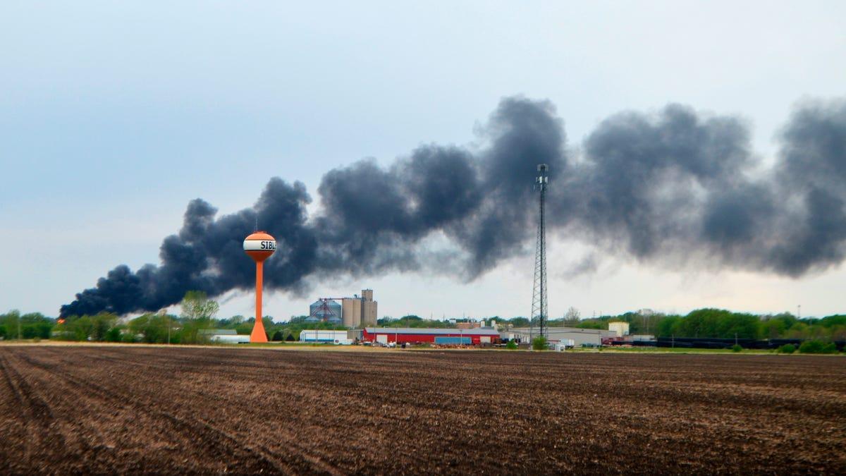 Fiery train derailment prompts evacuation of small Iowa town 3