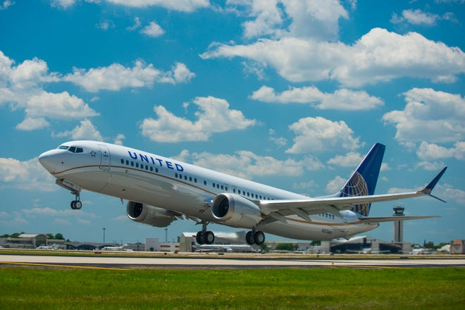 A United Airlines flight takes off. The carrier said Monday it would begin flying nonstop daily service between Milwaukee and Washington Dulles.
