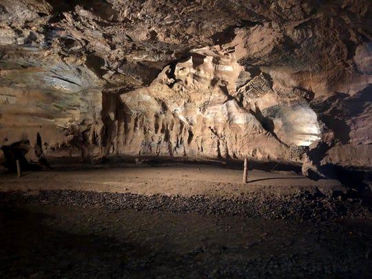 """Die Tuckaleechee Caves in der Nähe von Townsend, Tennessee, enthalten Geräte, mit denen die globale seismische Aktivität des US-Verteidigungsministeriums und anderer globaler Behörden rund um die Uhr sofort gemessen werden kann.  Höhlen sind das Herzstück """"Gute Stimmung,"""" Eine Ausstellung zur Seismologie, präsentiert von Branson Wonderworks ab dem 28. Mai 2021."""