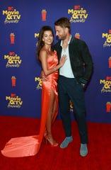 Sofia Pernas and Justin Hartley