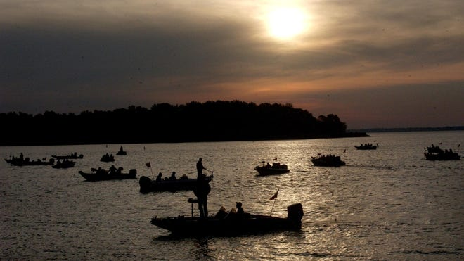 High school anglers wait to start fishing on the first day of competition in the 2010 Illinois state bass fishing finals at Carlyle Lake. The 2021 edition begins Friday.