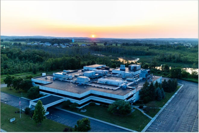 Akoustis Technologies will be expanding its operations within its 120,000-square-foot Canandaigua manufacturing facility (pictured), spread out over 57 acres. This will allow the North Carolina-based company to produce a half-billion RF filters patented by the company by the end of the calendar year, according to a company official.