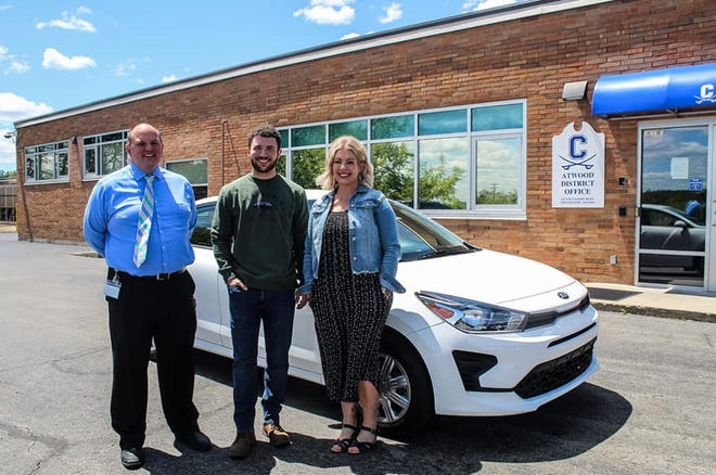 Chillicothe High School Principal Matthew Ballentine poses with senior Tanner Sever and his mom Deidre Rowland. Sever won a brand new car from Herrnstein KIA and for taking the pledge to live drug-free, pass classes and be a good citizen. The prize was bittersweet to the family, who lost their son Chase Scott in September 2019 to a drug overdose.