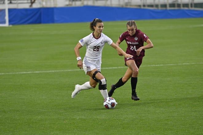 Clara Robbins dribbles the ball up during FSU soccer's national championship match against Santa Clara. The Seminoles lost the penalty-kick shootout 4-1.