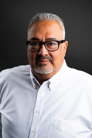 Lorenzo Sierra è un membro della Camera dei Rappresentanti in Arizona, Legislatura 19. È sopravvissuto alla malattia di Covid, ma è stato tormentato dalle difficoltà psicologiche che ha ancora.