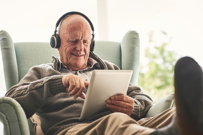 Learn five ways seniors can stay youthful and feel great in their golden years.