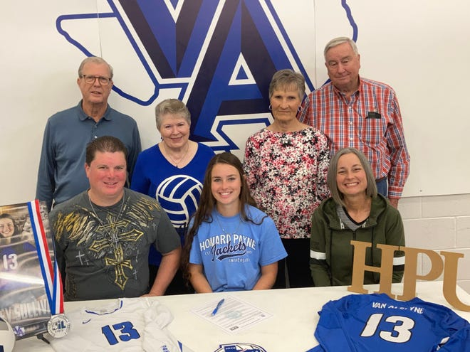 Van Alstyne senior Sydney Sullivan will play volleyball for Howard Payne after her standout career for the Lady Panthers.