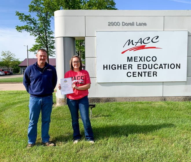 On behalf of MFA Oil Foundation, Fred Towbridge, MFA area manager for Mexico, presented a $2,000 grant to Moberly Area Community College Director of Veterinary Technology Program Stephanie Gilliam. The gift will help support the construction of a barn for use of its program located at the college's Mexico campus site.