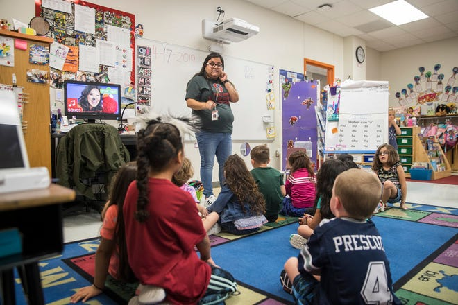 Highland Park Elementary bilingual teacher Crystal Perez helps her kindergarten students with their Spanish articulation during class in this  April 17, 2019 photo. [AMERICAN-STATESMAN/FILE]