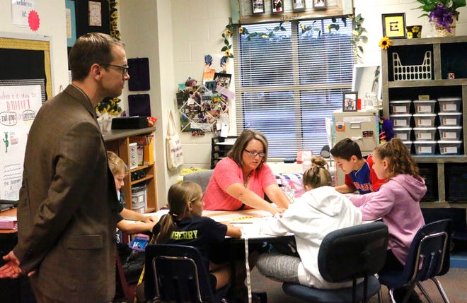 Texas Education Commissioner Mike Morath watches as Lisa Truax, a fifth-grade math teacher at Early Elementary School, works on a lesson with students ((from left) Aydin Griffin, Harper Thornberry, Ella Ledbetter, Jaime Lyon and Logan Jackson.