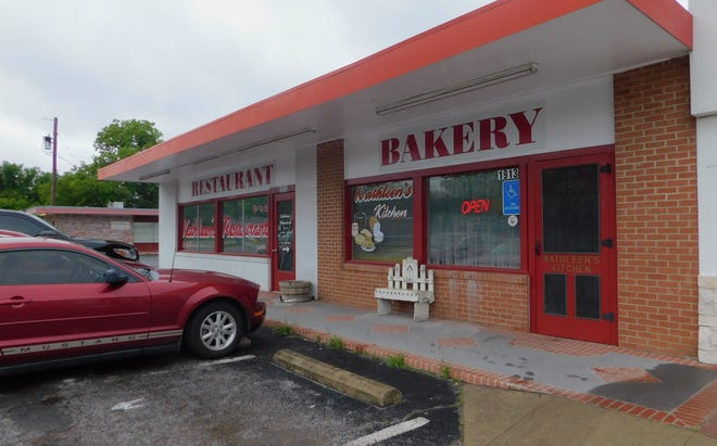 The owners of Kathleen's Kitchen announced that it will close it doors on May 28 after 27 years of business in Sherman.