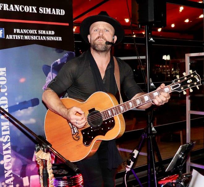 Ο γαμπρός του Ray Bourque, Καναδός τραγουδιστής-τραγουδοποιός Francoix Simard, σχεδιάζει να φέρει έναν εκλεκτικό συνδυασμό μουσικής στο Red's Seabrook όλο το καλοκαίρι, ως διευθυντής ψυχαγωγίας εστιατορίων / παμπ.