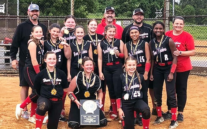 The Heartbreakers '09 team won the 11O Division of the USSSA Black Eyed Susan NIT Fastpitch Softball Tournament with a record of 4-1 over the weekend.