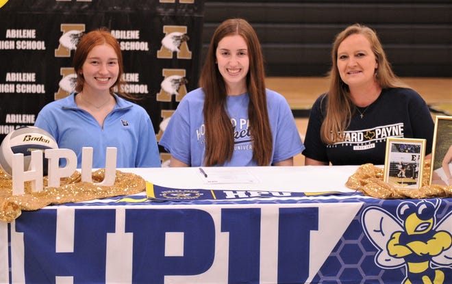 Abilene High's Paighton Lawson, center, will play volleyball at Howard Payne in the fall.