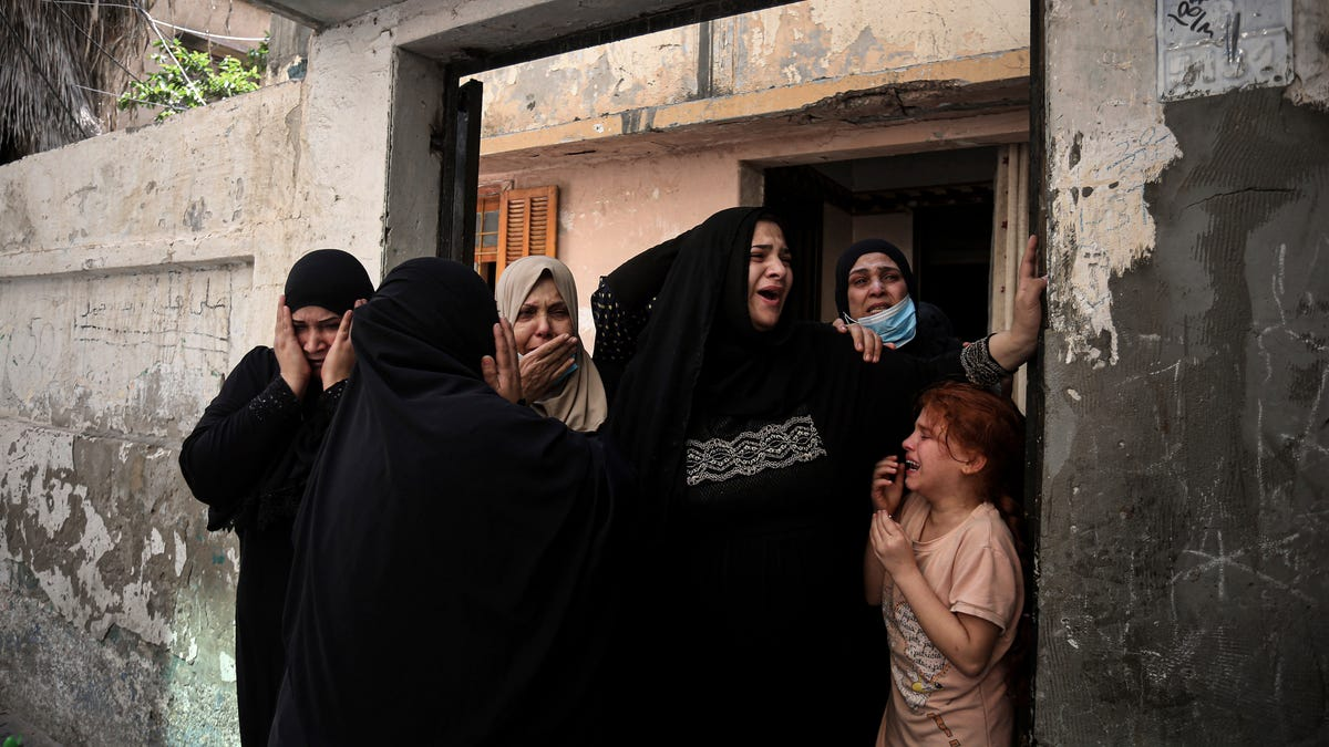 Israel unleashes strikes as expectations for truce rise 3