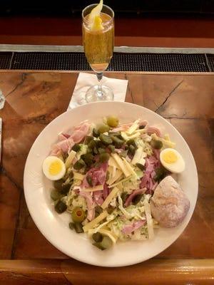 Metamora'daki White Horse Inn'den Morris salatası.