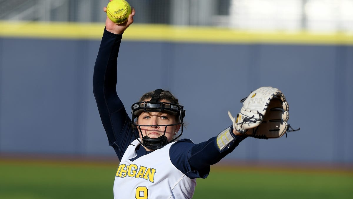'We're just here to win': Michigan softball advances vs. Washington on back-to-back homers 1