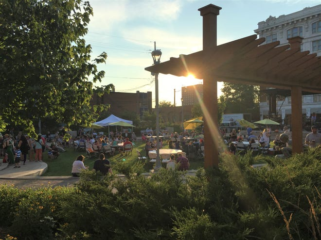 The Bicentennial Park Summer Concert Series returns on May 28, 2021.  The free music concerts are taking place at the corner of Spring and Pearl streets in New Albany.