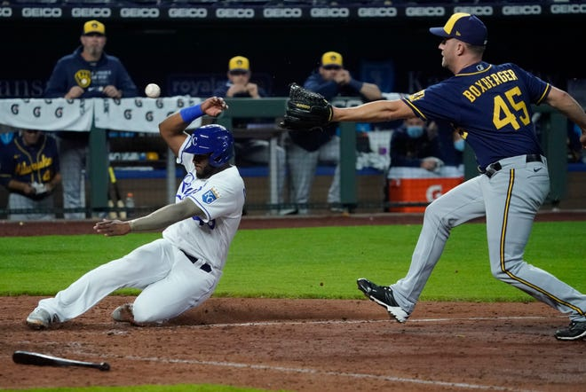 Hanser Alberto of the Kansas City Royals slides safely into home plate due to a wild pitch by Brewers reliever Brad Boxberger in the eighth inning.