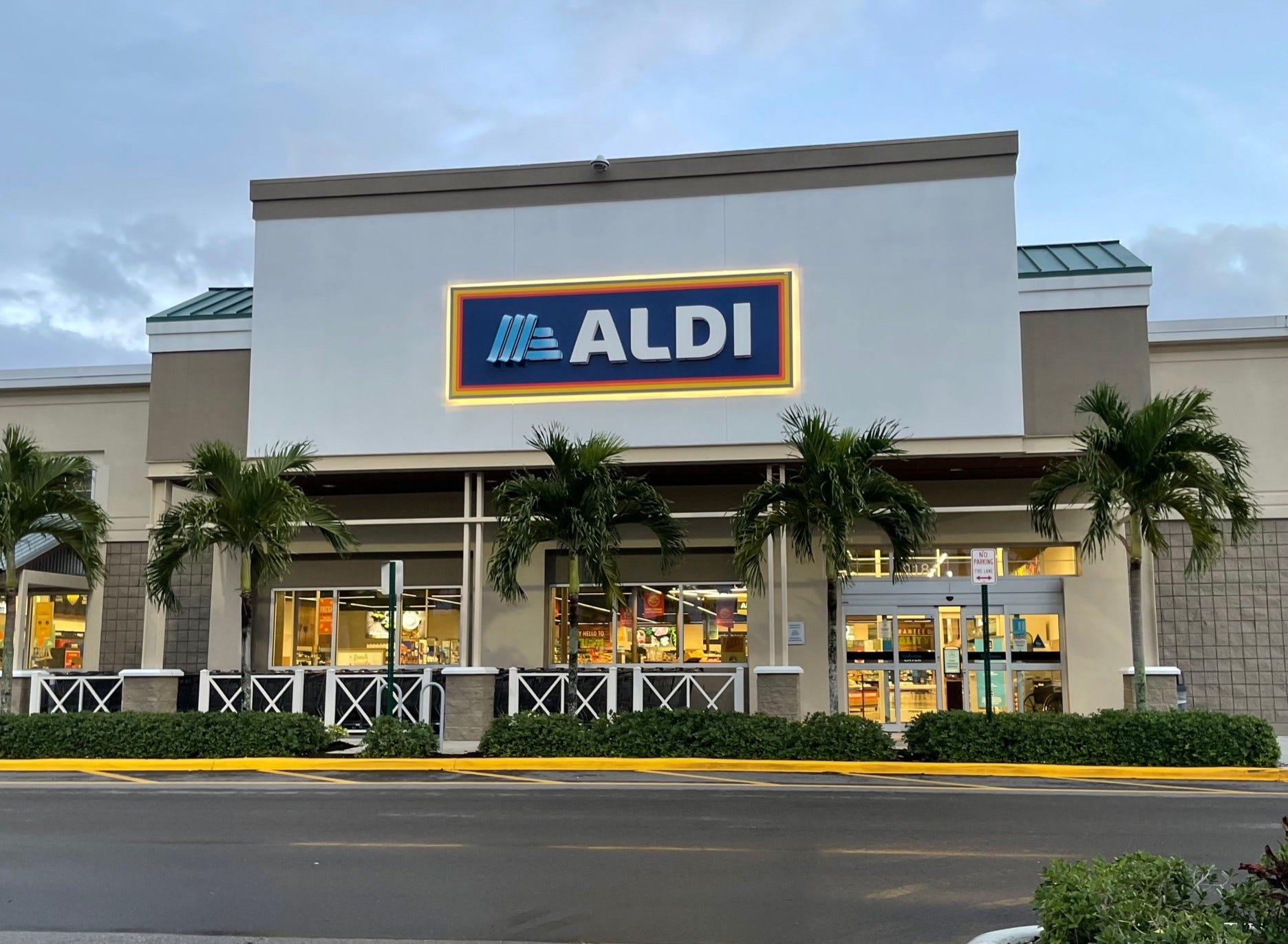 Aldi 101: How to save on groceries, get $2.95 wine, knock-off Chick-fil-A and find rare deals without coupons
