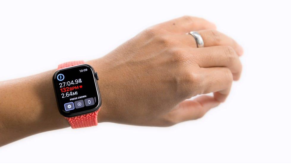 Το Apple Watch δείχνει την κίνηση τσίμπημα που χρησιμοποιείται ως μέρος της λειτουργίας Assistive Touch.