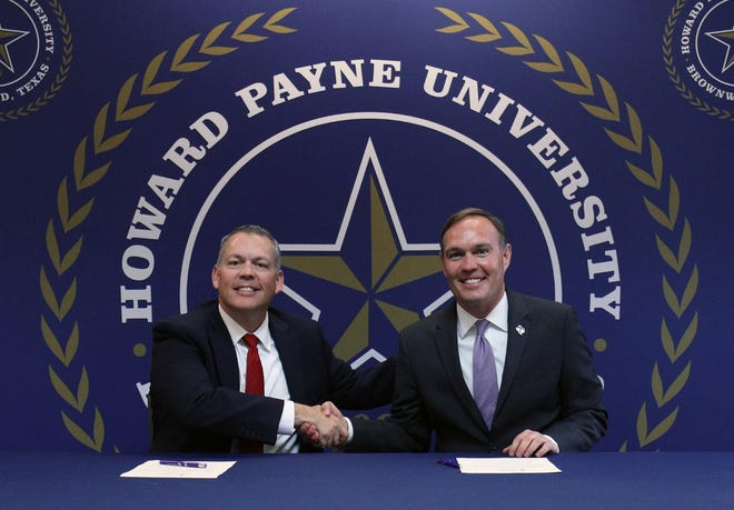 Dr. Cory Hines (left), HPU president, and Dr. James Hurley, TSU president, sign a memorandum of understanding between the two universities that will help provide expanded opportunities to science students.