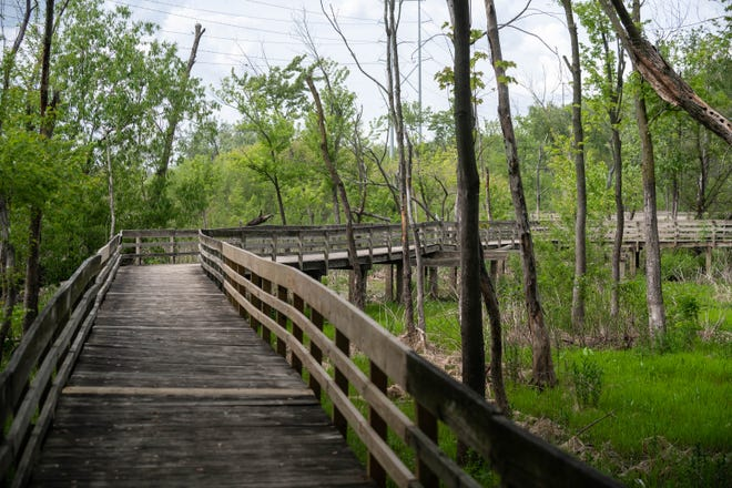 The East Peoria multi-use riverfront trail contains sections of boardwalk and dirt paths. The City of East Peoria and the Tri-County Regional Planning Commission are considering connecting the trail from Spindler Marina to the McCluggage Bridge.