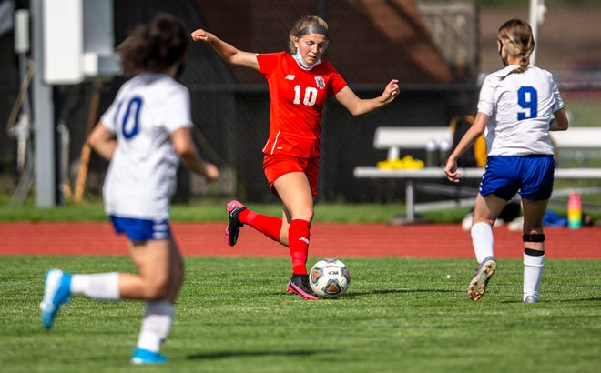 Glenwood's Arianna Mills (10) moves the ball past Decatur MacArthur's Grace Shaw (9) in the first half at Glenwood High School in Chatham, Ill., Thursday, May 20, 2021.