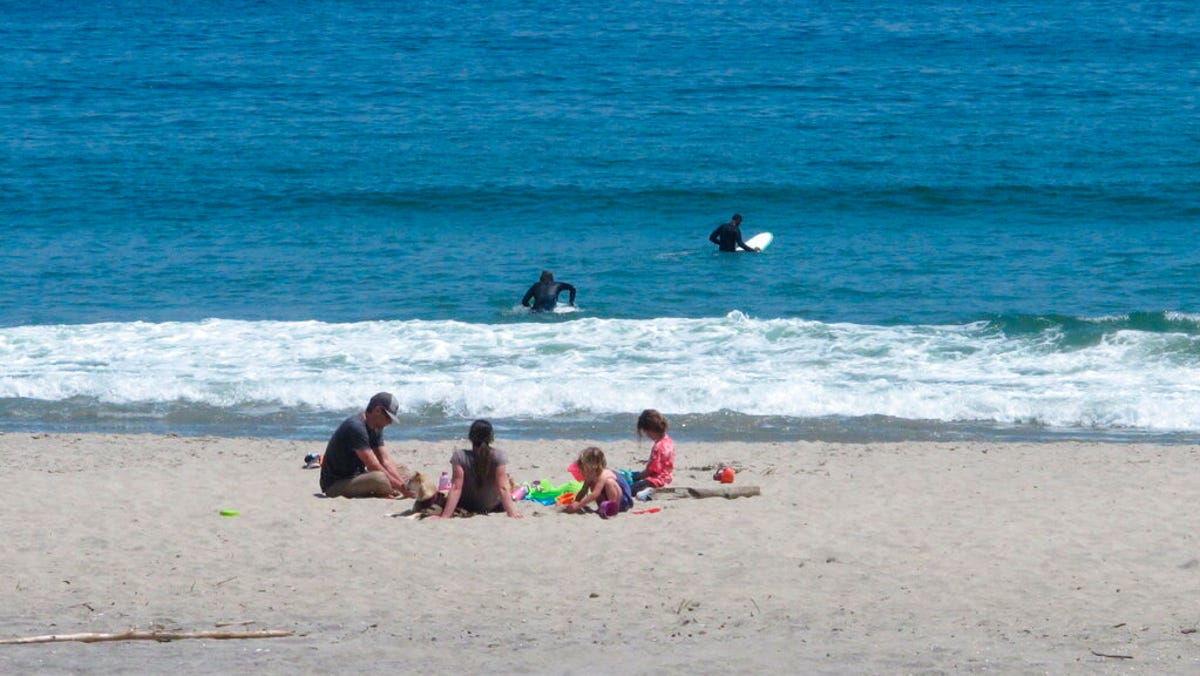 NJ beaches paid for by all, but parking keeps outsiders away 2