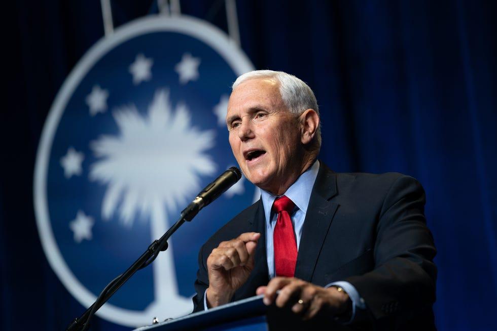 L'ancien vice-président Mike Pence s'adresse à une foule lors d'un événement parrainé par l'organisation Palmetto Family le 29 avril 2021 à Columbia, en Caroline du Sud.  Il s'agissait de son premier discours depuis la fin de sa vice-présidence.