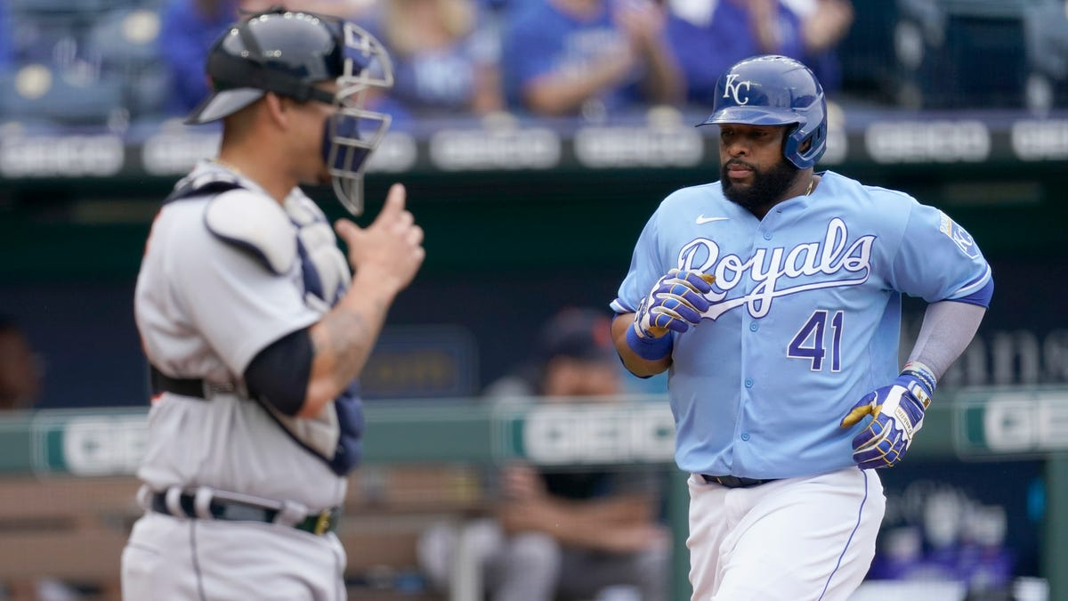 Tigers a clutch hit short as Royals stop their winning streak at 4 1