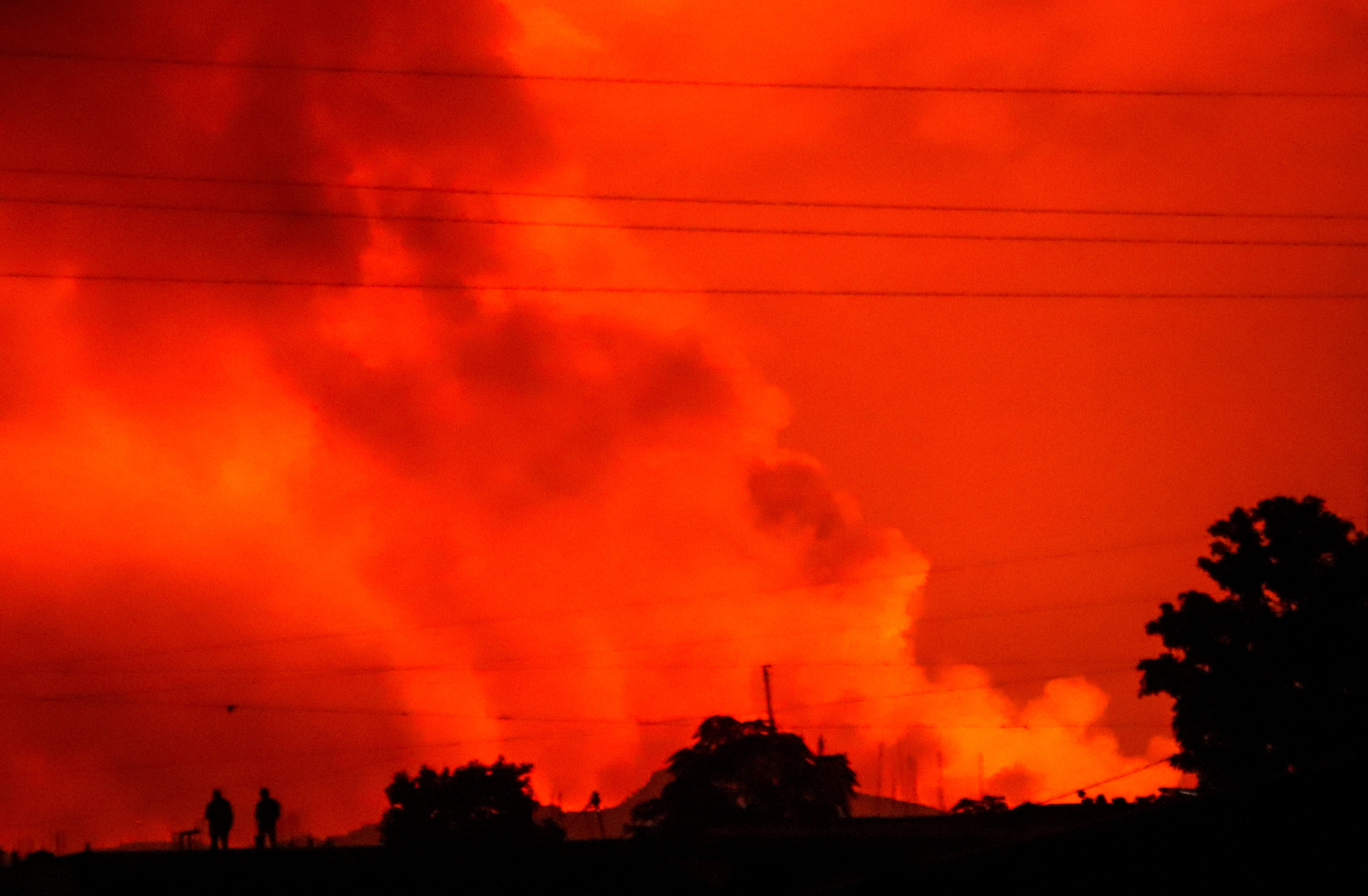 Volcano erupts near Congolese city of Goma; residents flee 1