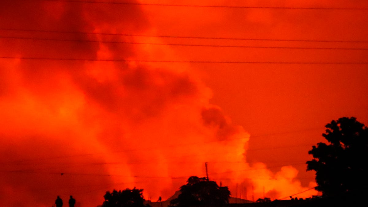 Volcano erupts near Congolese city of Goma; residents flee 2