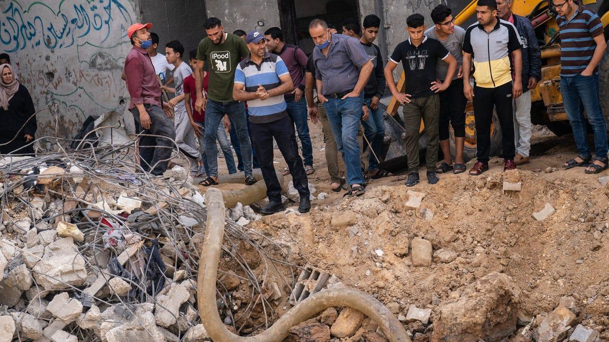 Israeli police escort Jews to flashpoint Jerusalem site 2