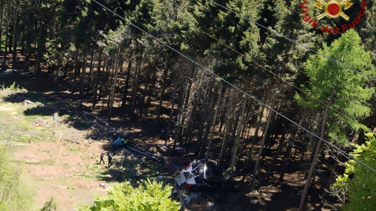 Italian cable car plunges to the ground, killing at least 9 3