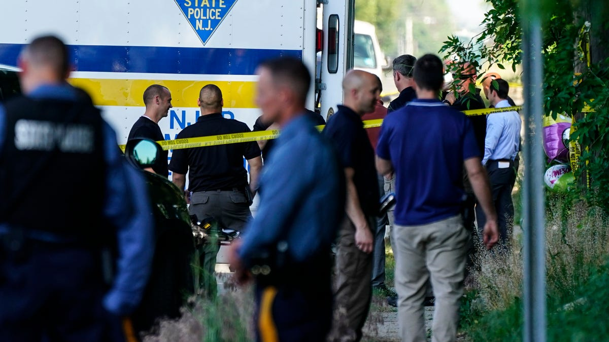 2 dead, 12 injured in shooting at New Jersey house party 3