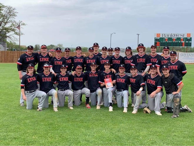 The Brandon Valley varsity baseball team poses for a photo on May 22, 2021 after defeating Pierre and qualifying for the Class A state tournament.