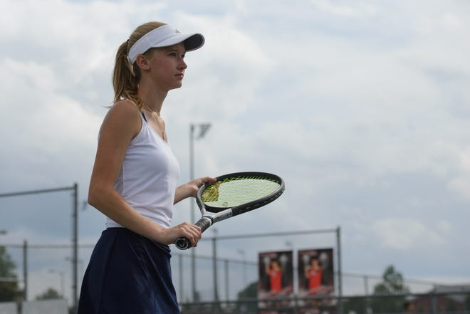 Emma Bennetzen waits for a serve during practice. (Julian Alexander for the Athens Banner-Herald)
