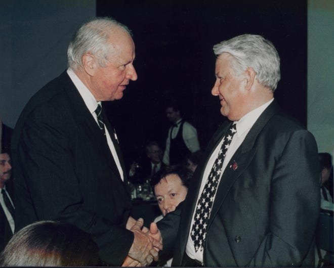 J. William Middendorf, left, meets Russian President Boris Yeltsin, who invited Middendorf when he was on the board of trustees of the Heritage Foundation to help the former Soviet Union become a democracy.