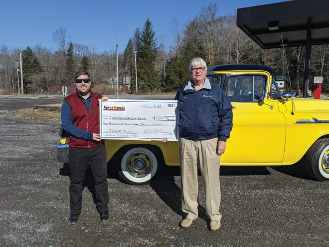 United Way of the Laurel Highlands Marketing Manager Rick Kazmer and Smith Propane & Oil President Dell Cromie celebrate a donation to the nonprofit at Smith's new Windber location.