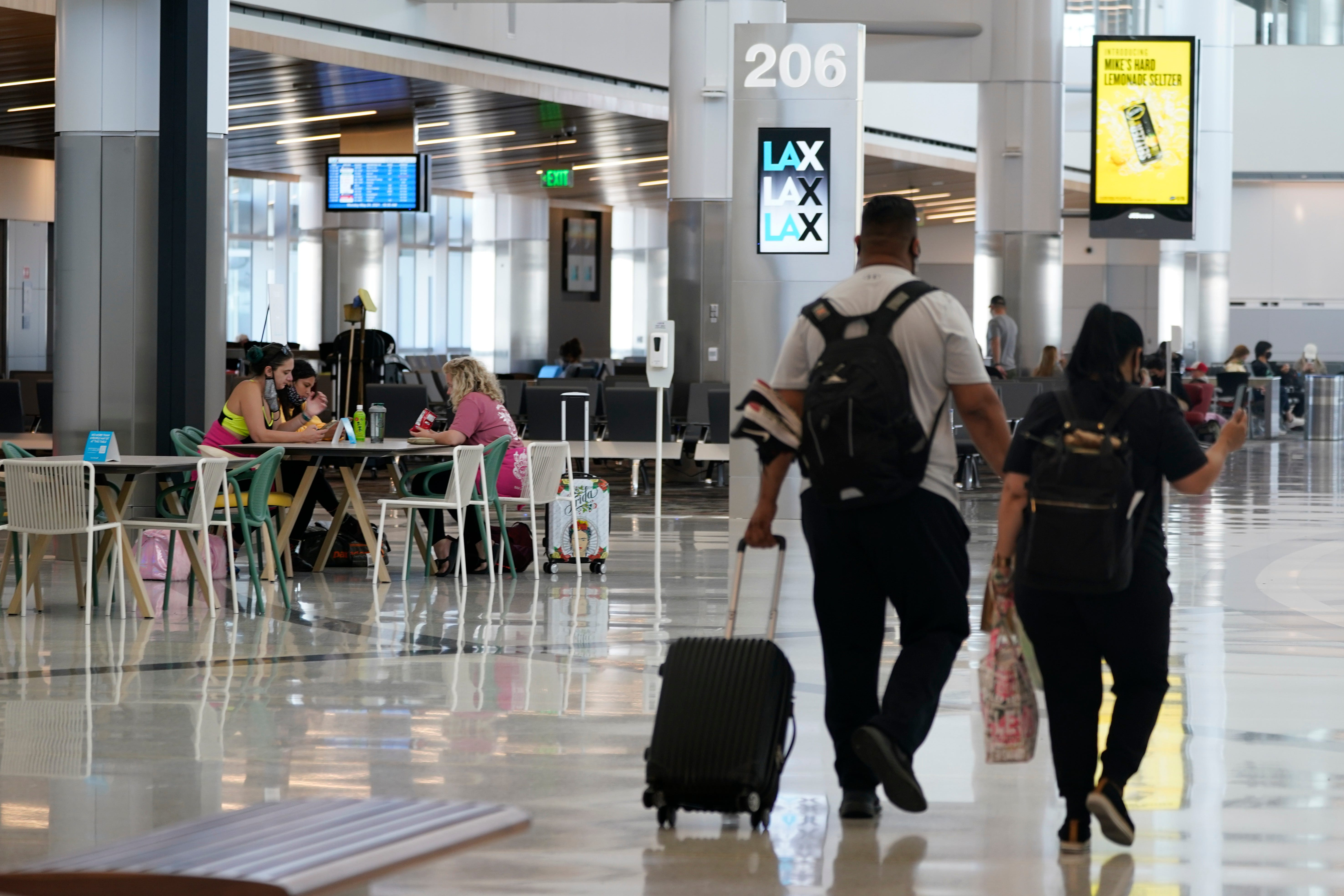 US allows Americans with expired passports to return home 2
