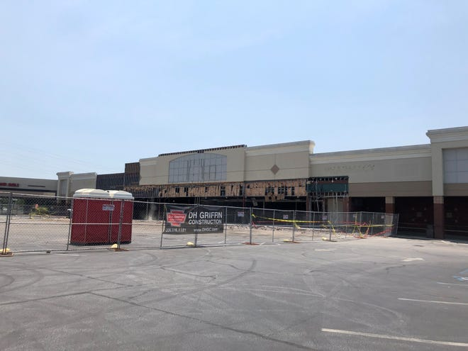 Planet FItness is moving into this former Bi-Lo grocery store at 1818 Woodruff Road.