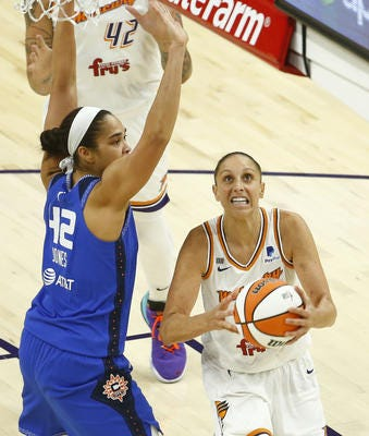 Mercury guard Diana Taurasi to miss at least four weeks with sternum fracture