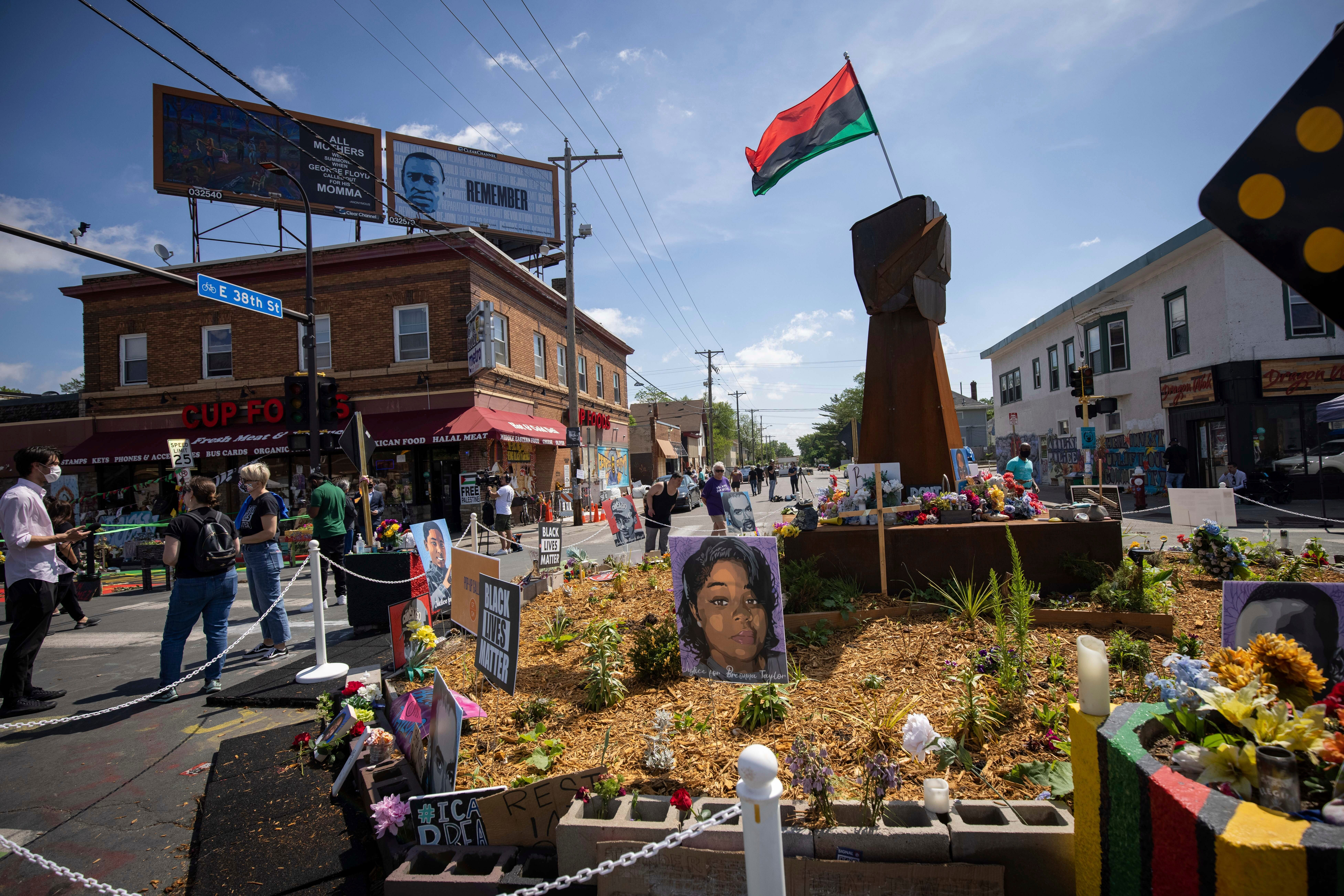 Workers reopen intersection where George Floyd died in Minneapolis despite activists  demands