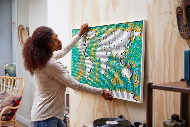 The Lego Art World Map has 11,695 pieces.