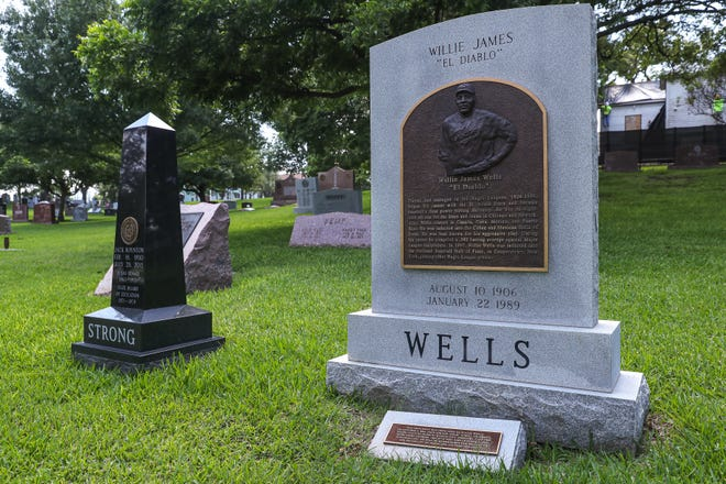 Willie Wells, the Austin native who was a star in the Negro Leagues and was inducted into the Baseball Hall of Fame, is buried in a prominent spot at the Texas State Cemetery.