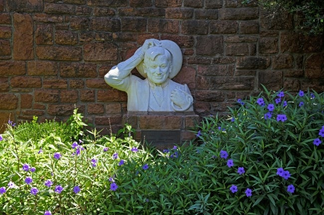Bust of Will Rogers at Will Rogers Gardens.